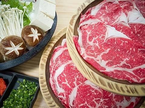 地元掛川のブランド牛【掛川牛】 や【特選国産牛】を使用した しゃぶしゃぶ、すき焼き